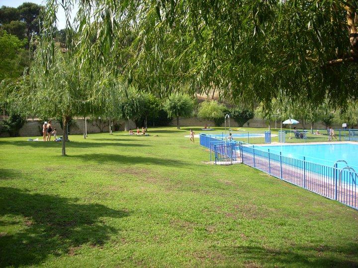 Las piscinas se preparan para dar inicio a la temporada de for Se hacen piscinas